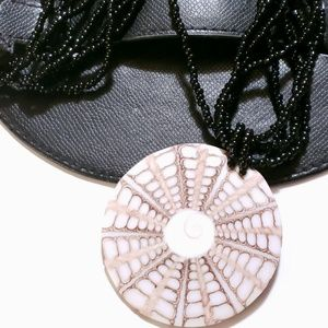 VINTAGE NECKLACE VINTAGE BEADED BLACK CIRCLE NK